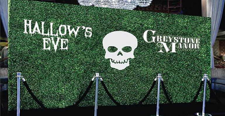 A spooky Hedge Wall for Greystone Manor's Hallow's Eve party