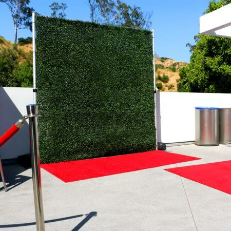 8' x 8' Hedge roll on pipe and base stand with red carpet.